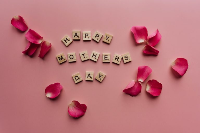 Happy Mothers Day in Wood letters prime Tours Vienna